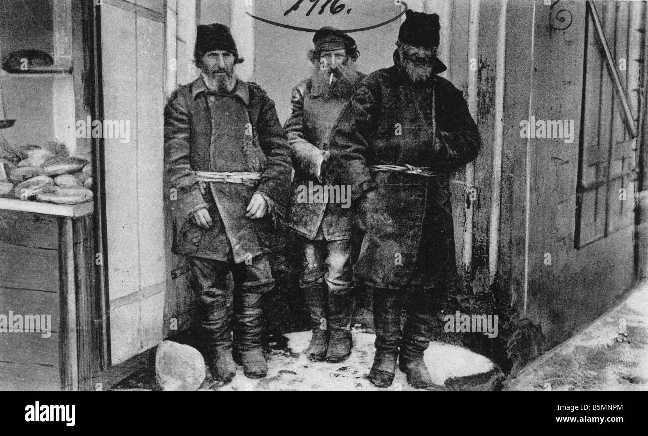 2 V60 R1 1916 13 E A happy clover Field postcard Russia Ethnology Russia A happy clover German field postcard 1916 - Stock Image