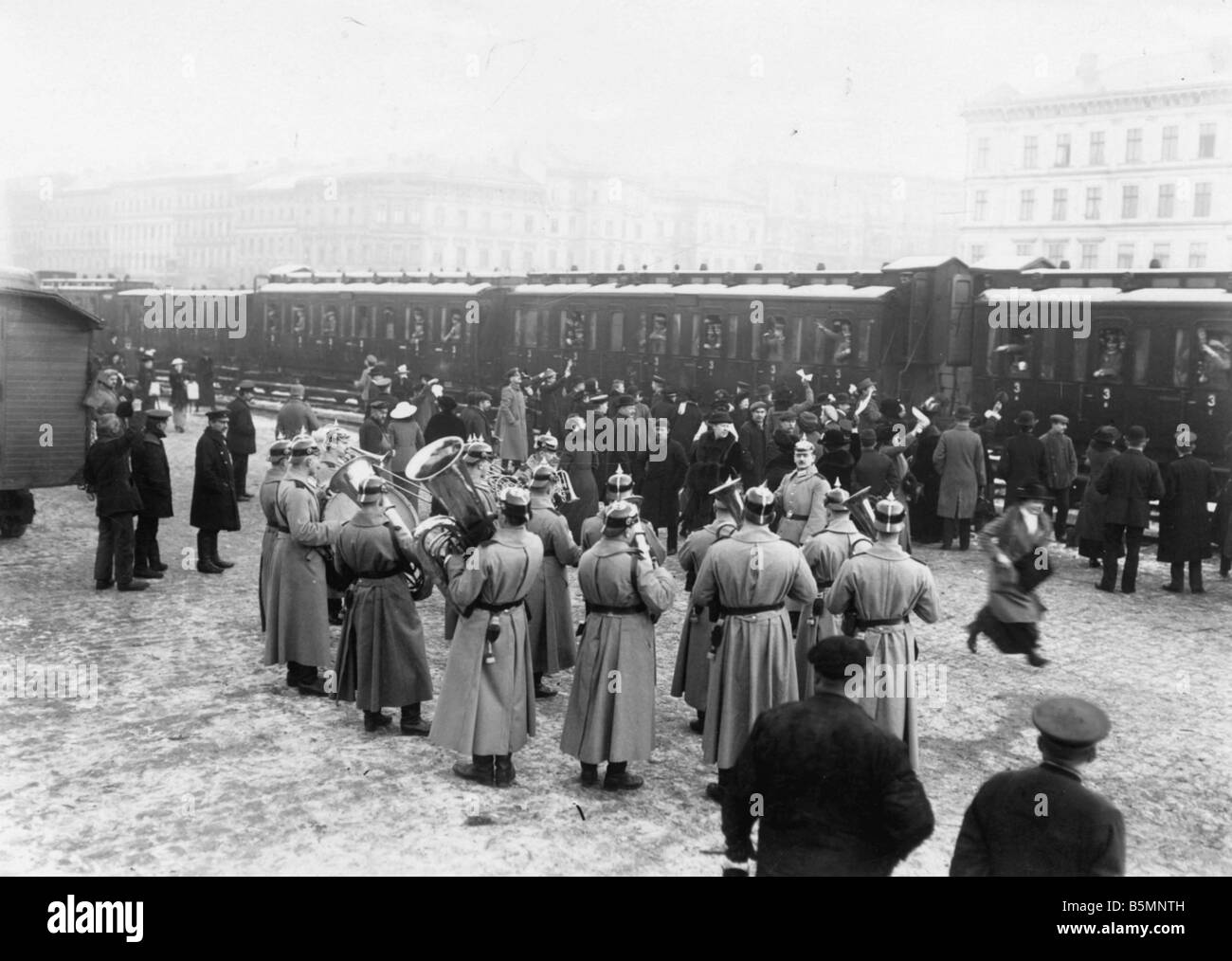 8 1914 0 0 A4 2 Troop transport Military band WWI Troop transport at a Berlin train station A military band playing - Stock Image