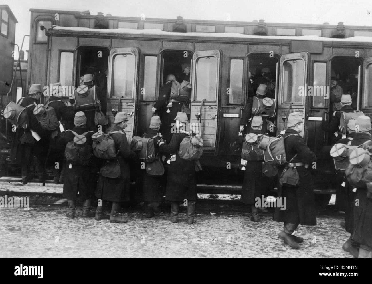 8 1914 0 0 A4 5 WWI Transport of the militia photo World War I Transport of troops at a Berlin station departure - Stock Image