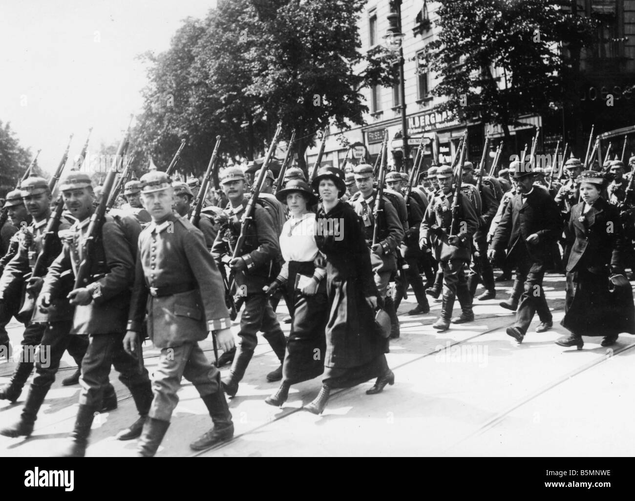 8 1914 8 0 A4 Soldiers and wives Berlin 1914 World War I 1914 18 Berlin Soldiers on their way to the railway station - Stock Image
