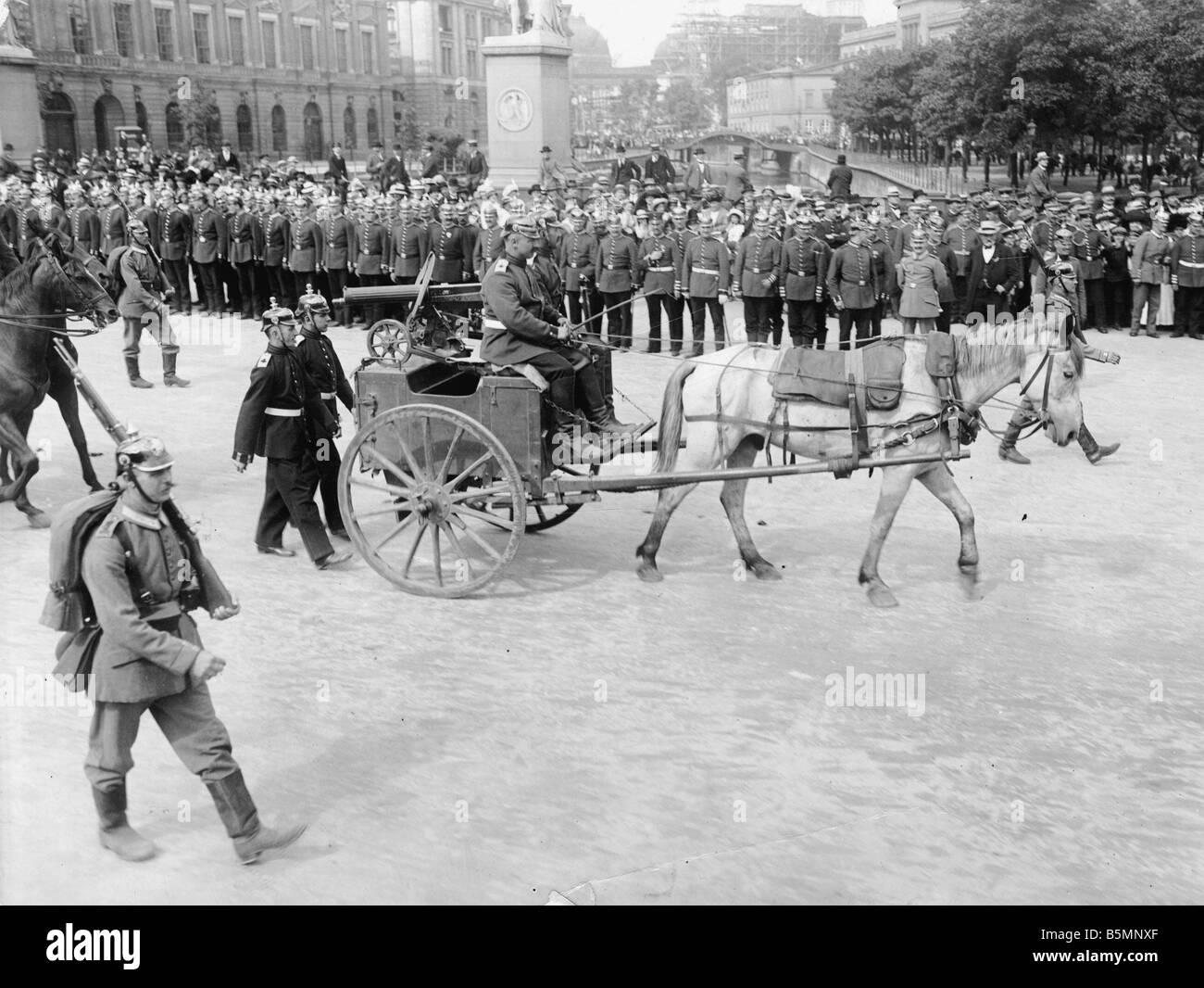 8 1914 9 2 A1 Russian cart gun Berlin 1914 World War I 1914 18 Berlin Troop parade with presentation of war trophies - Stock Image