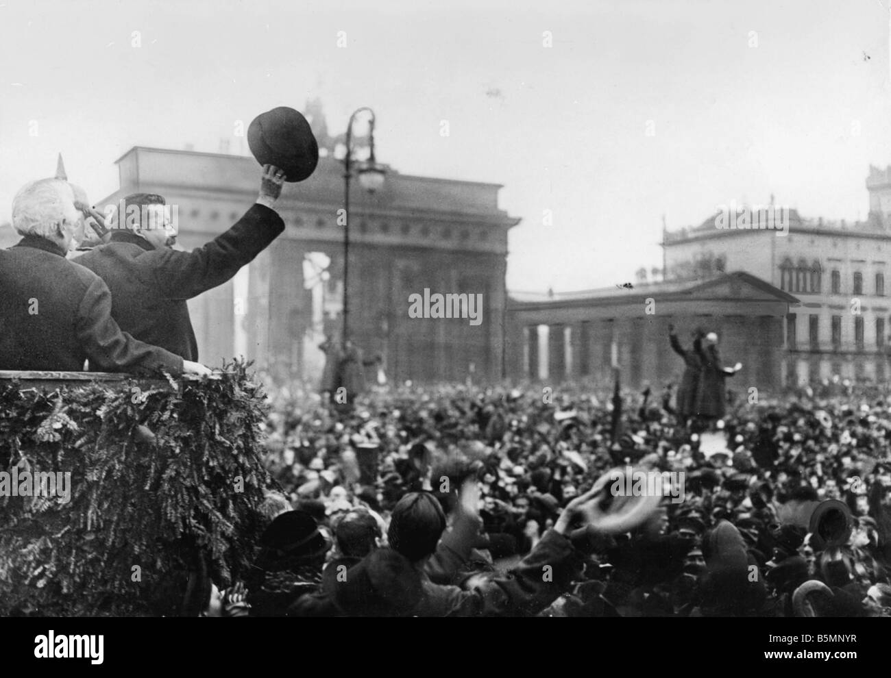 8 1918 12 0 A1 F Ebert greets soldiers Berlin 1918 Berlin December 1918 The chairman of the Council of People s - Stock Image