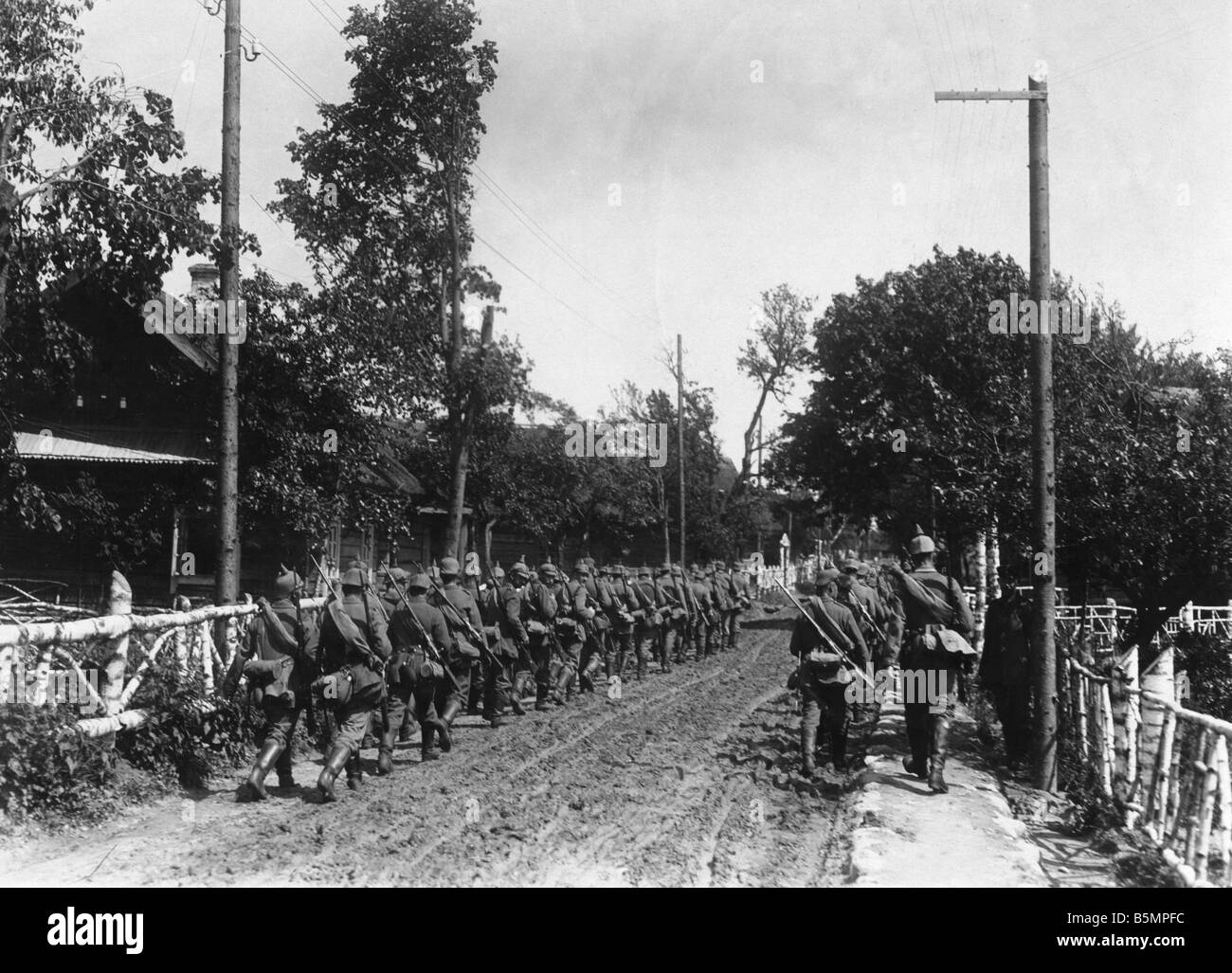 Eastern Front Infantry Marching Photo World War I Eastern Front German infantry troops marching Photo 1915 Otto - Stock Image