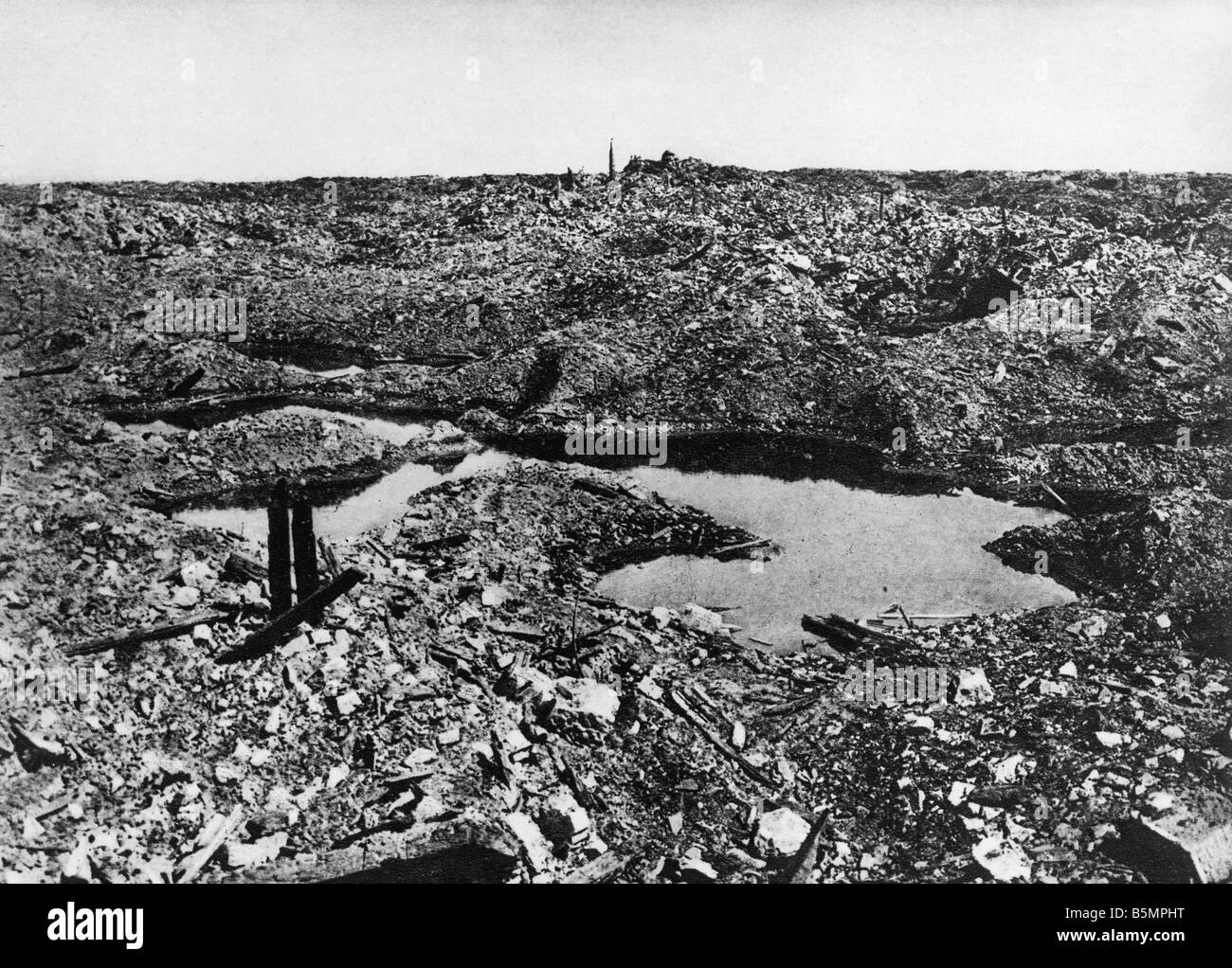 9 1916 11 1 A1 E The destroyed Fort Vaux 1916 World War 1 Western Front Battle of Verdun 1916 The destroyed Fort - Stock Image