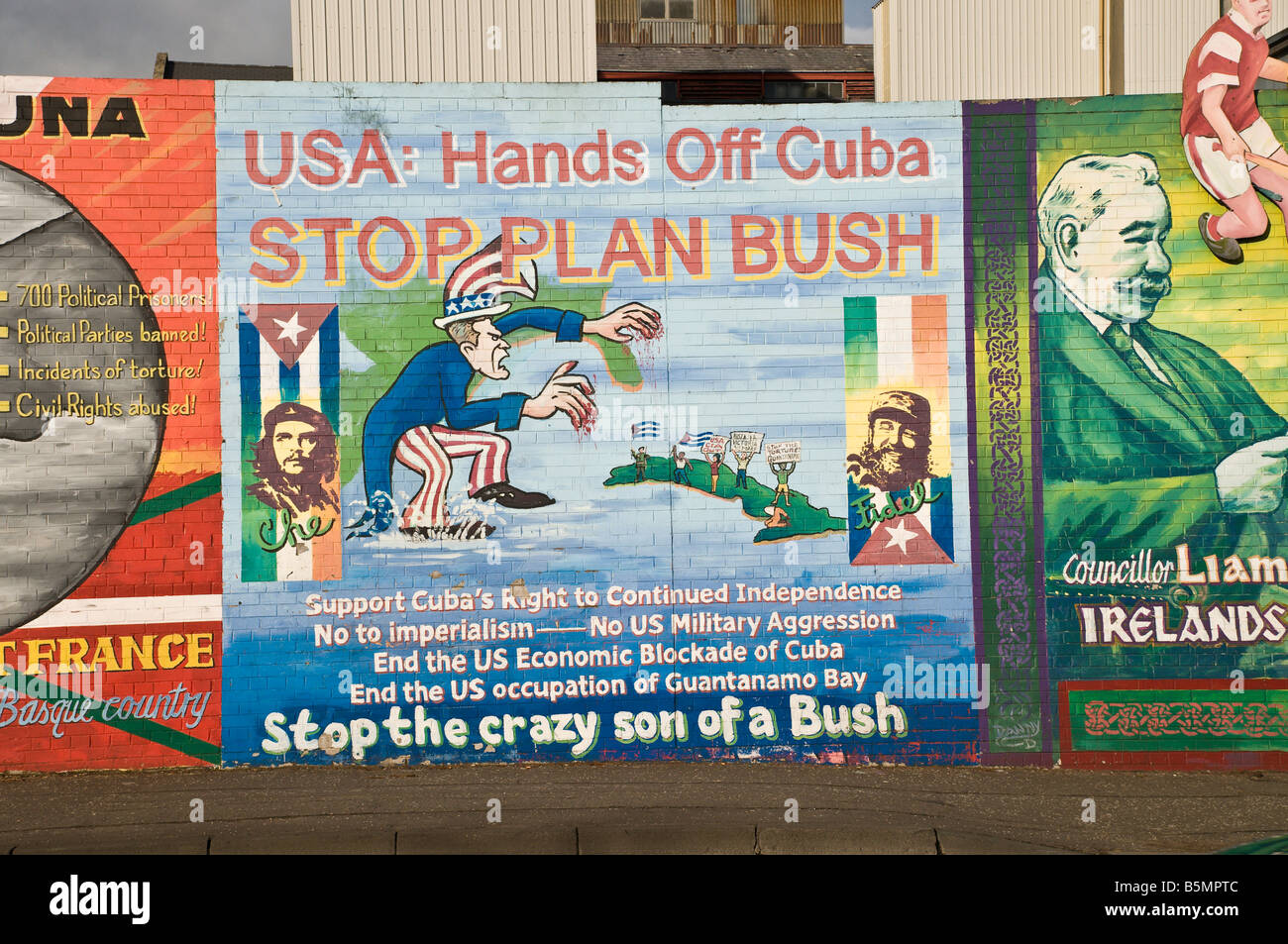 "Republican/Nationalist mural on Divis Street/Falls Road. ""USA: Hands off Cuba.  Stop Plan Bush"" Stock Photo"
