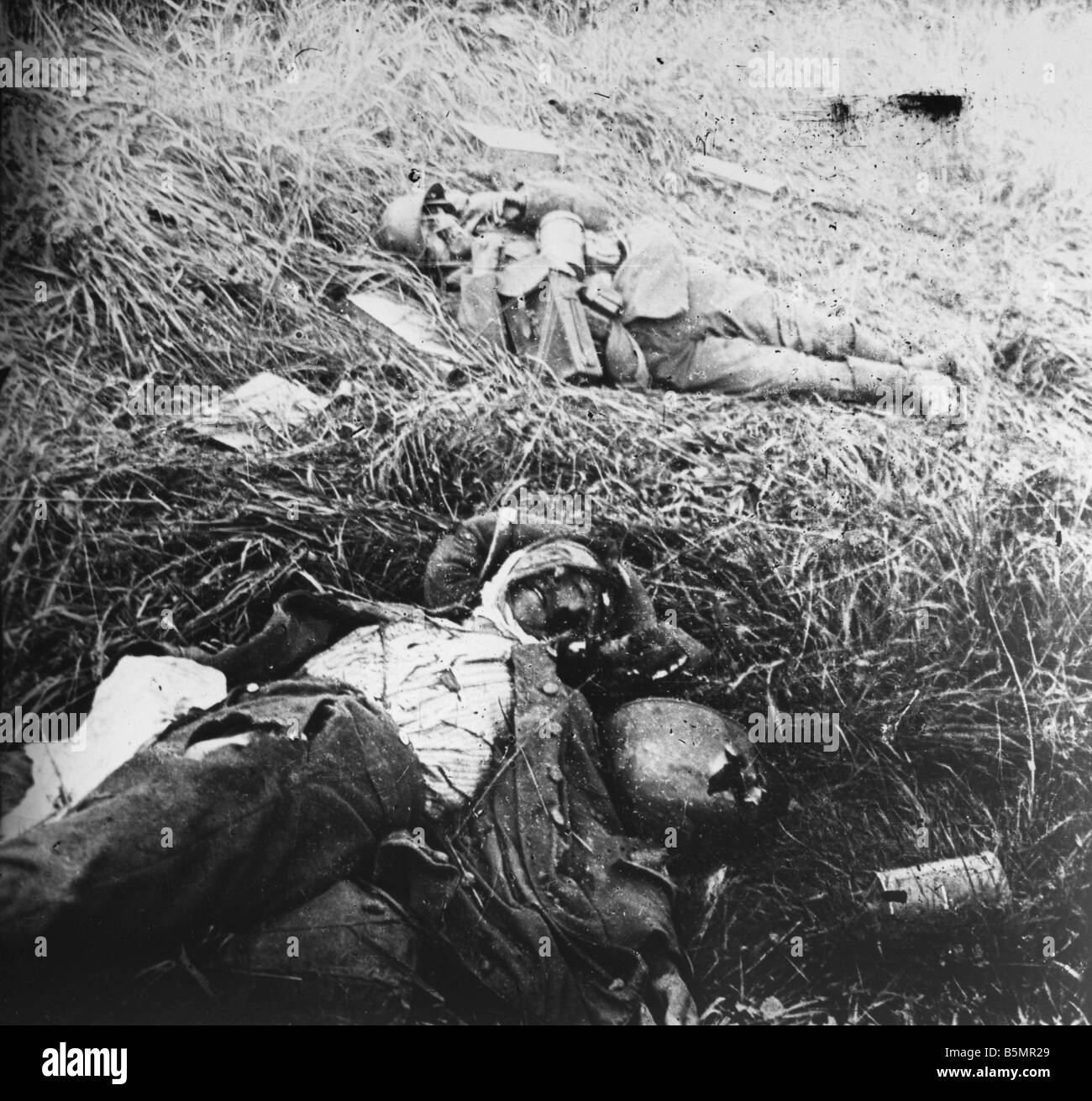 9 1917 4 16 A1 Fallen soldiers at Craonne 1917 Photo First World War 1914 18 Western Front double battle at the - Stock Image
