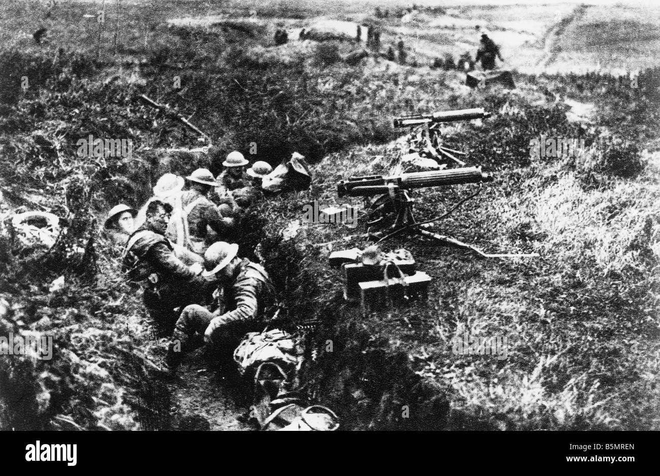 9 1917 11 20 A2 24 E Battle of Cambrai 1917 Eng Machineguns WWI 1914 18 France Battle of Cambrai 20 29 11 1917 British - Stock Image