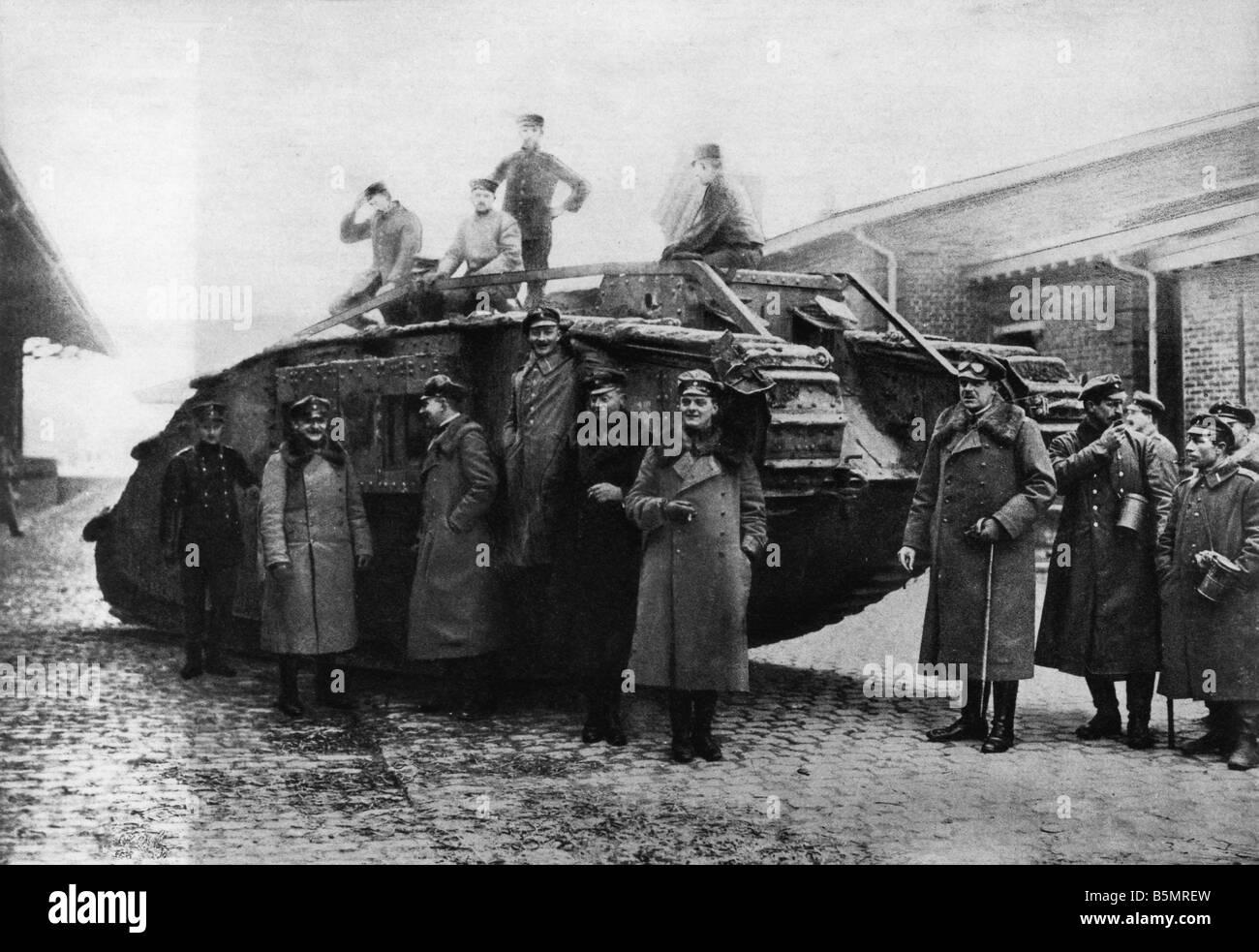 9 1917 11 20 A2 26 E WW1 Ger tank recovery station Cambrai World War 1 1914 18 France Battle of Cambrai 20th 29th - Stock Image