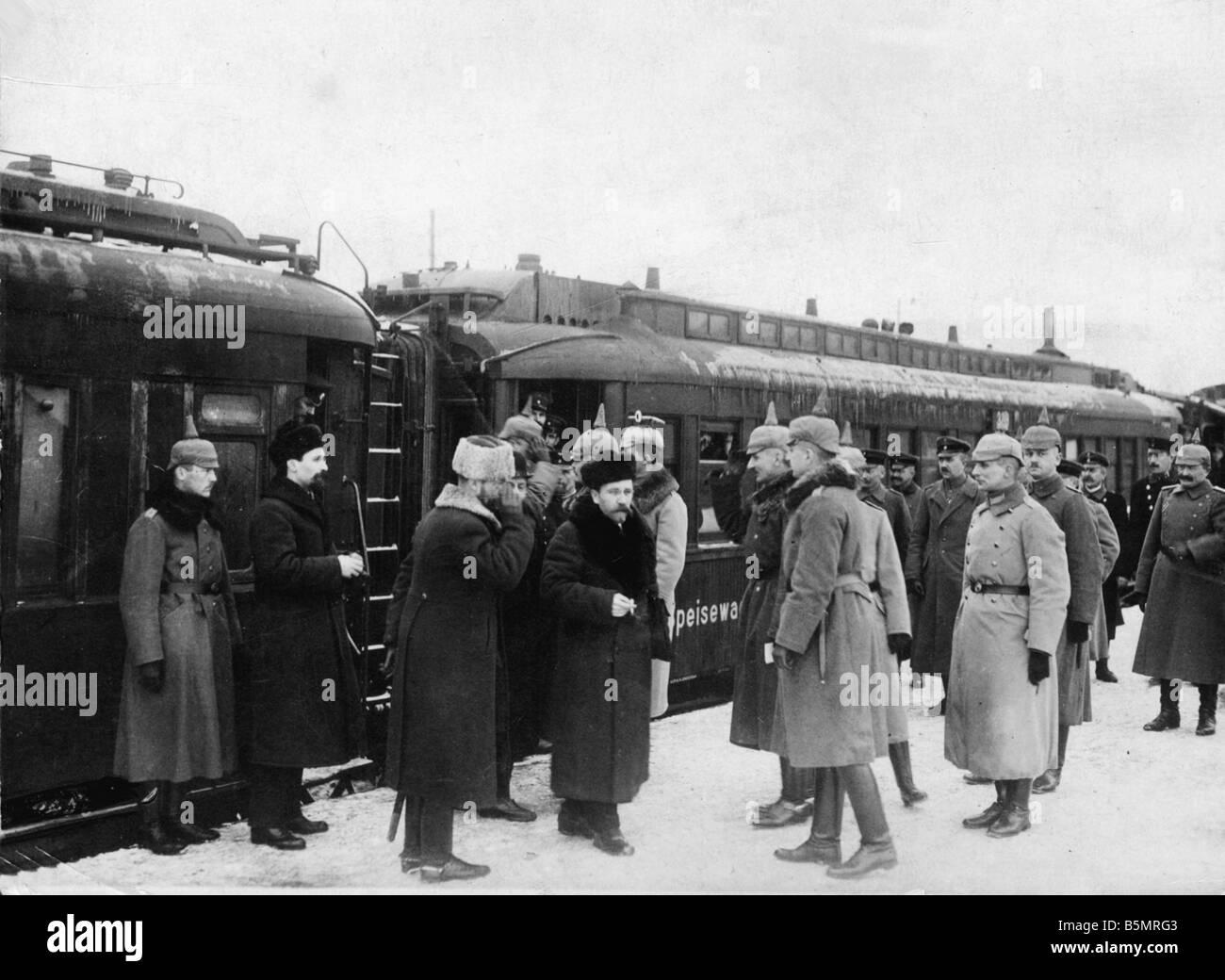 9 1917 12 15 A1 19 Brest Litowsk Arrival Russ delegacy World War 1 1914 18 Russian German armistice of Brest Litowsk - Stock Image