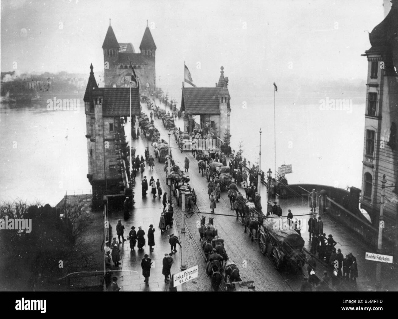 9 1918 11 0 A4 WW1 End of War Return of troops 1918 World War 1 End of War Return of German troops to their positions - Stock Image