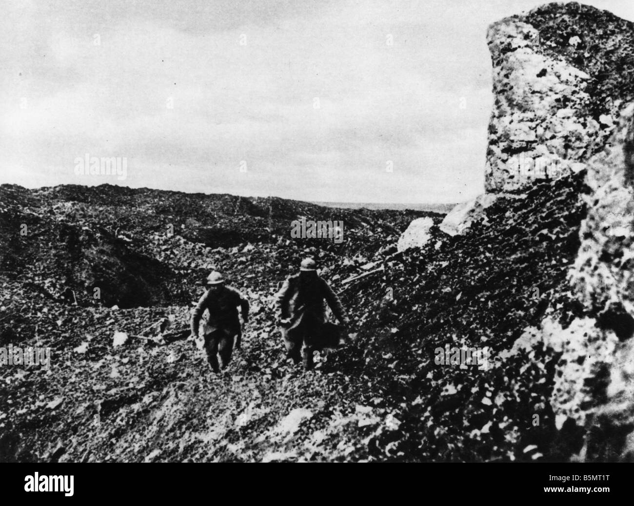 9FK 1916 11 22 A1 E French Messengers Verdun 1916 World War I France Battle of Verdun 1916 French Messengers bringing - Stock Image