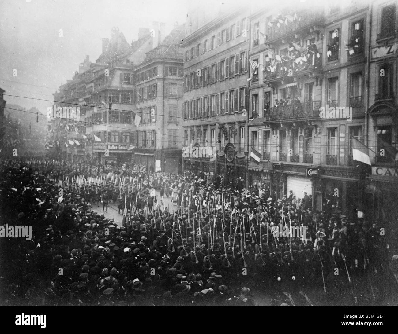 9FK 1918 11 22 A1 2 French troops in Strasbourg 1918 Photo World War I 1914 18 End of the War Strasbourg is occupied - Stock Image