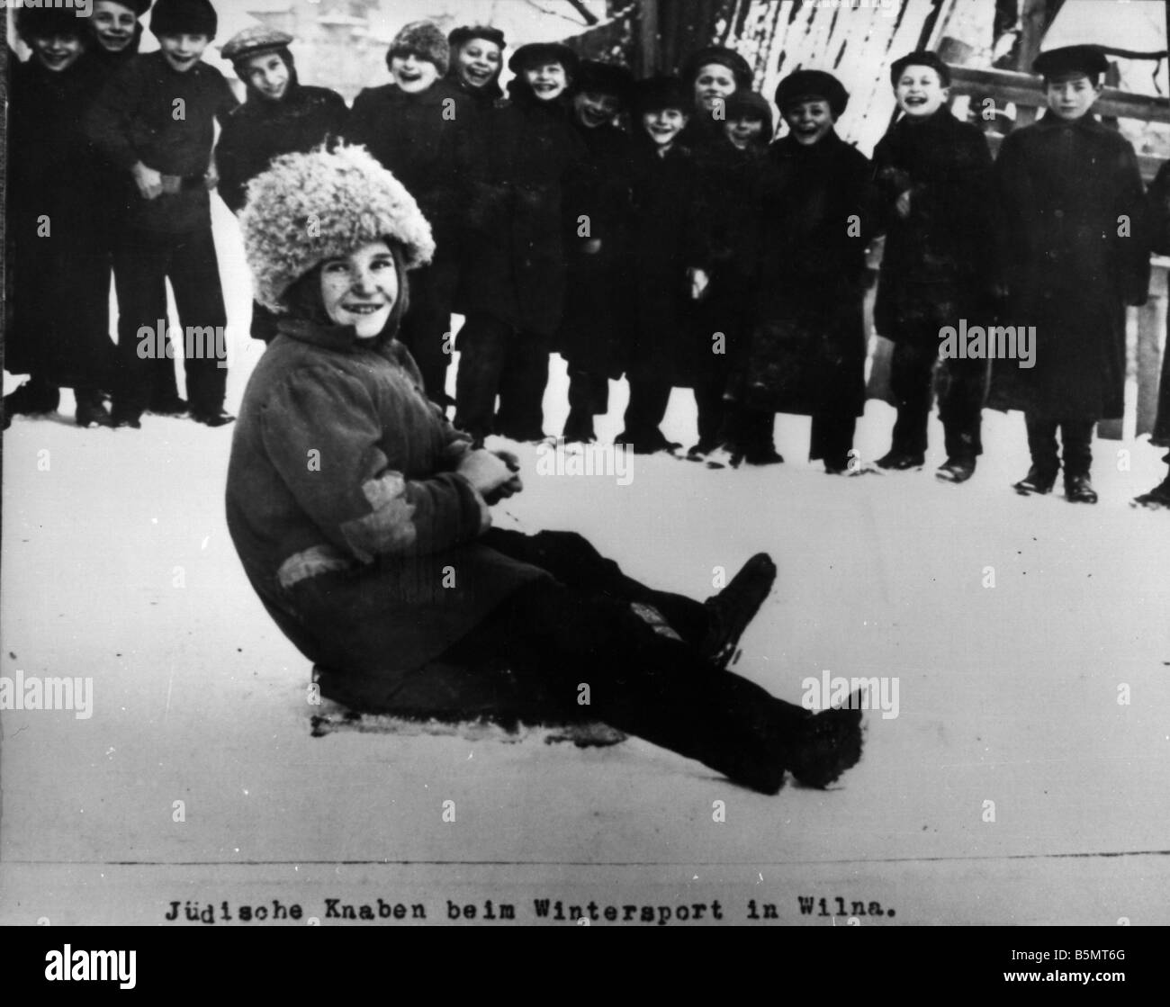 9IS 1915 0 0 A1 20 Jewish boys and winter sport 1915 History of Judaism Eastern Jews Jewish boys and winter sport - Stock Image