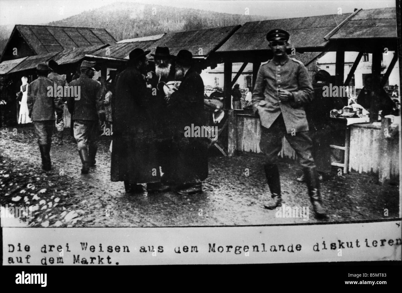 9IS 1915 0 0 A1 44 Jews in Poland at the market Photo 1915 History of Judaism Eastern Jews The three wise men from - Stock Image