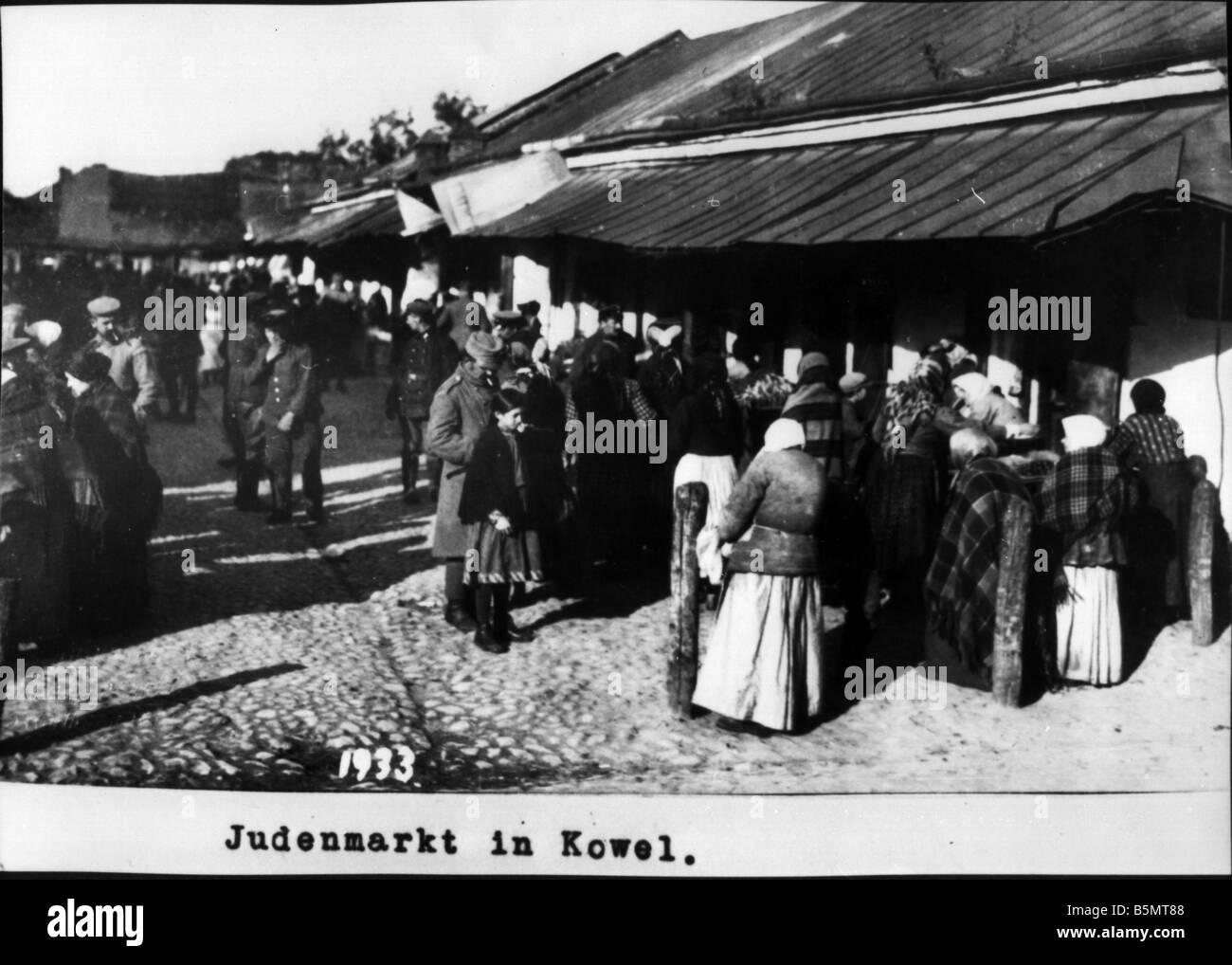 9IS 1915 0 0 A1 47 Jewish market in Kovel Photo 1915 History of Judaism Eastern Jews Jewish market in Kovel Volhynia - Stock Image