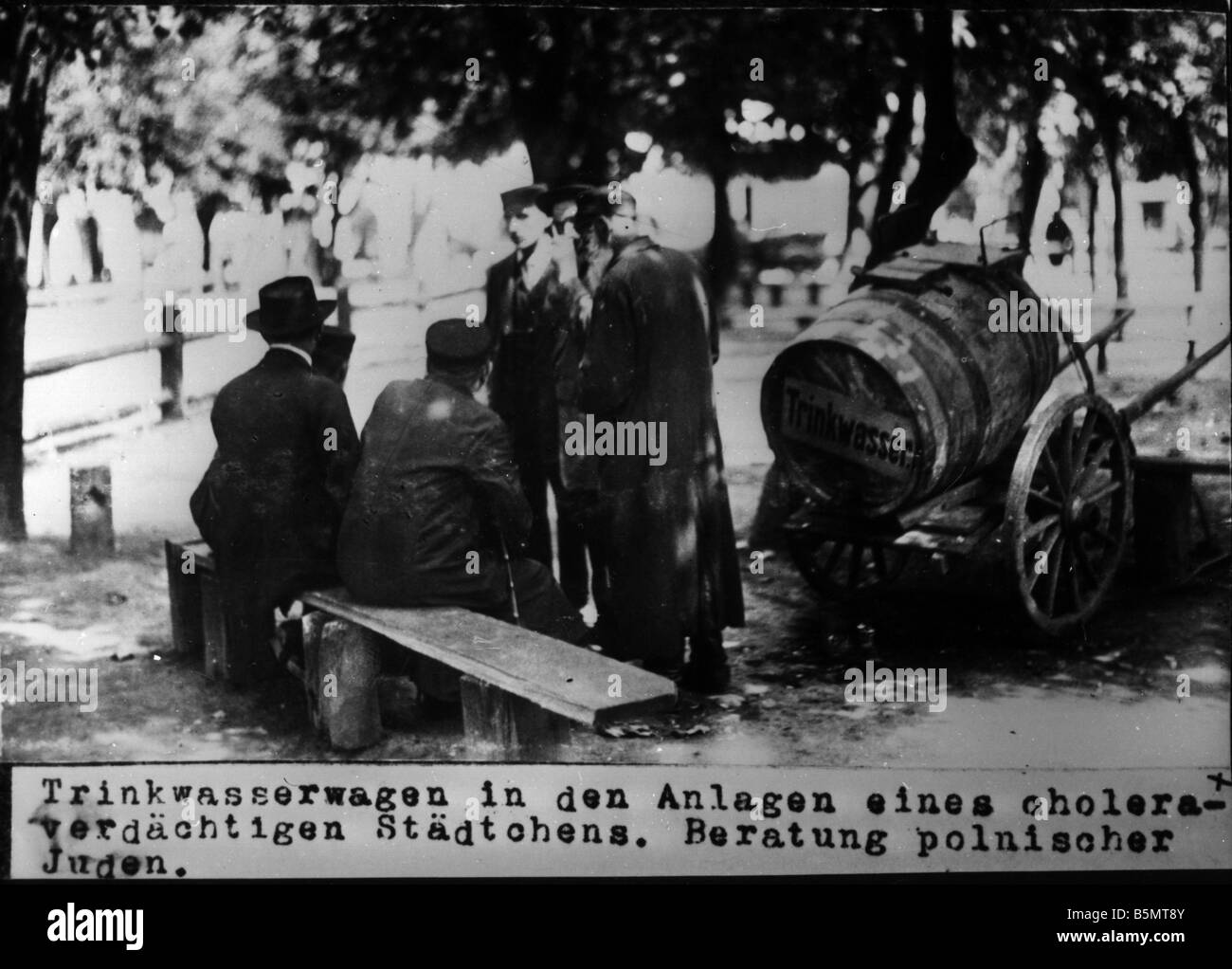 9IS 1915 0 0 A1 56 Drinking water cont a Jews Photo 1915 History of Judaism Eastern Jews Drinking water container - Stock Image
