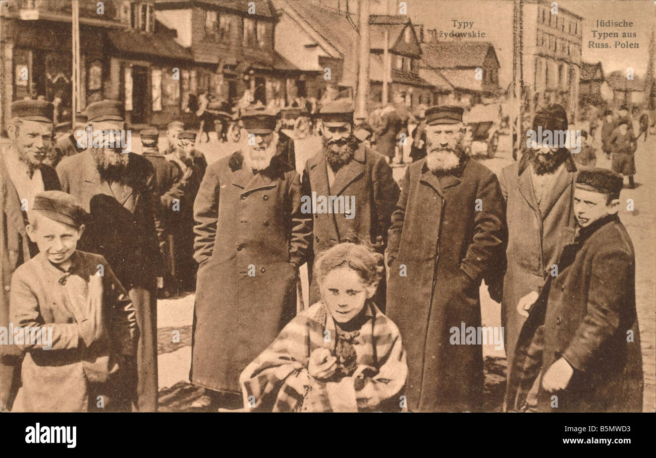 9IS 1916 0 0 A1 Jews from Russian Poland History of Judaism Jews from Russian Poland German army postcard 1916 - Stock Image