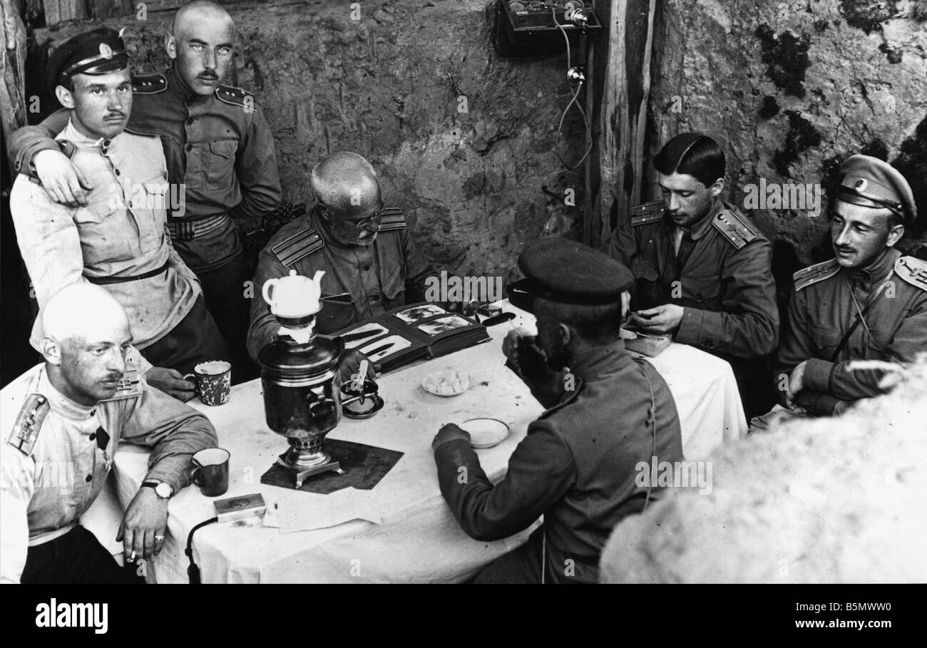 Great War Officers drinking tea 1917 Russia Great War A group of officers during a break in action drinking tea - Stock Image
