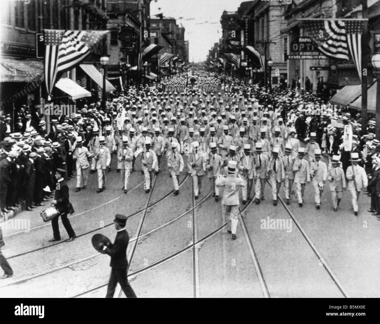 9US 1916 7 4 A1 E Parade in New York Independence Day 1916 USA Independence Day Celebrations 4th July 1916 Parade Stock Photo