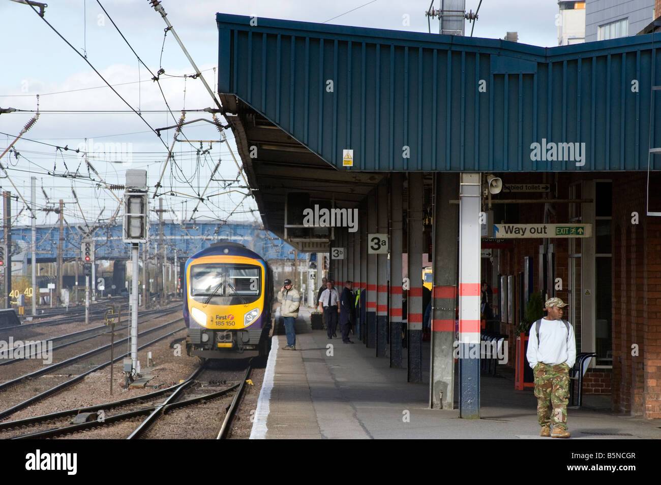 Platform at Doncaster railway station 'South Yorkshire' England 'Great Britain' 'United Kingdom' - Stock Image