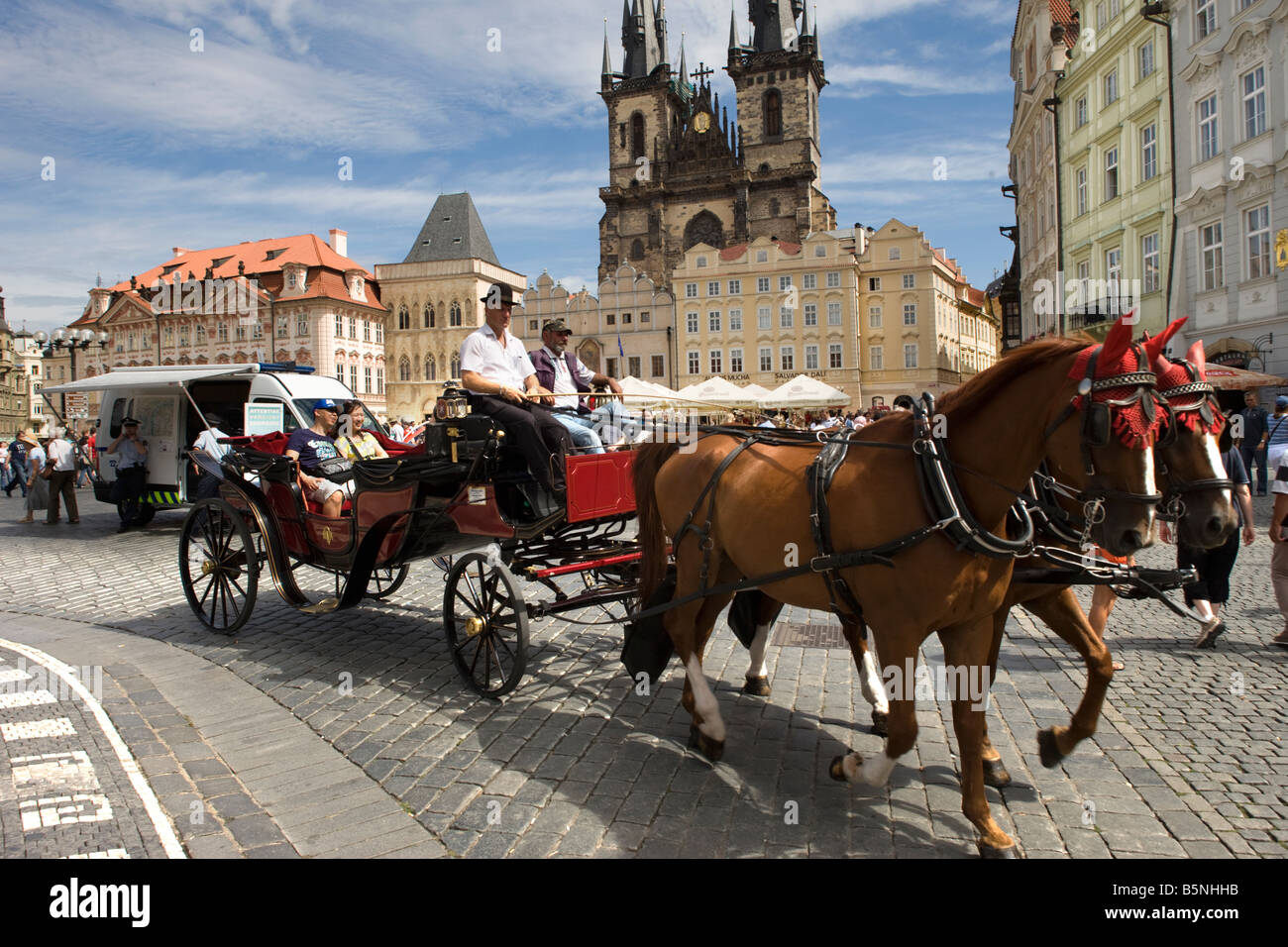 6874ceb7220 HORSE DRAWN CARRIAGE OLD TOWN SQUARE STARE MESTO OLD TOWN PRAGUE CZECH  REPUBLIC