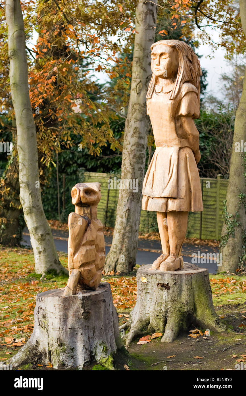 Statues of Alice in Wonderland and the Mock Turtle, carved out of tree trunks in Edenvilla Park, Portadown - Stock Image