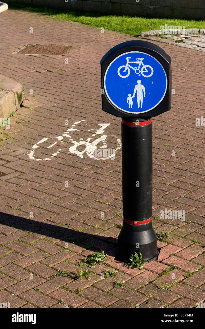 Cycleway sign - Stock Image