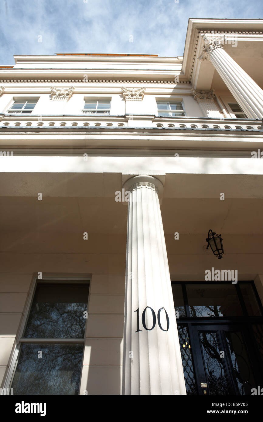 Immaculate columns and pillars frontage of the exclusive classically-designed Victorian property at 100 Eaton Square, - Stock Image