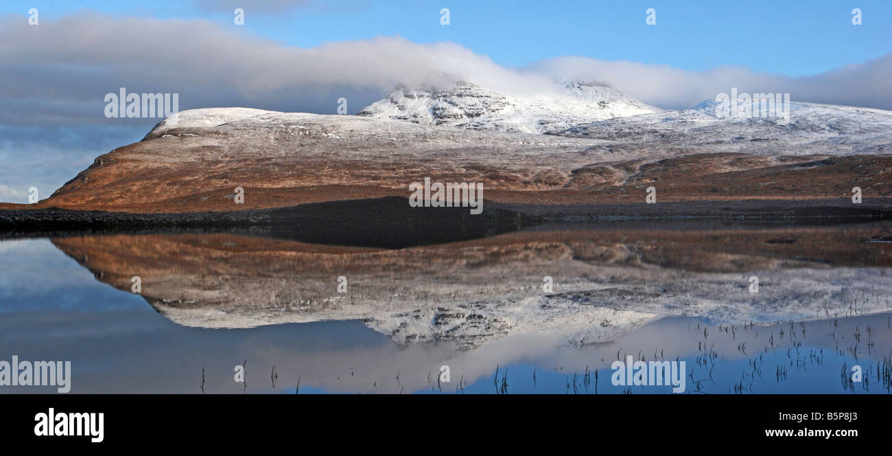 Cul Mor reflected into the still waters of Lochan an Ais - Stock Image