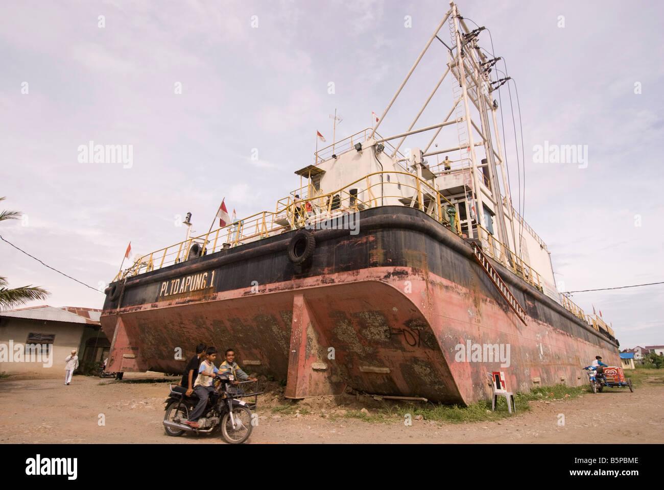 Floating Electric Generator Ship - caused by tsunami located in Kampung Bunge Blangcut, Jayabaru, Banda Aceh, Sumatra, Stock Photo