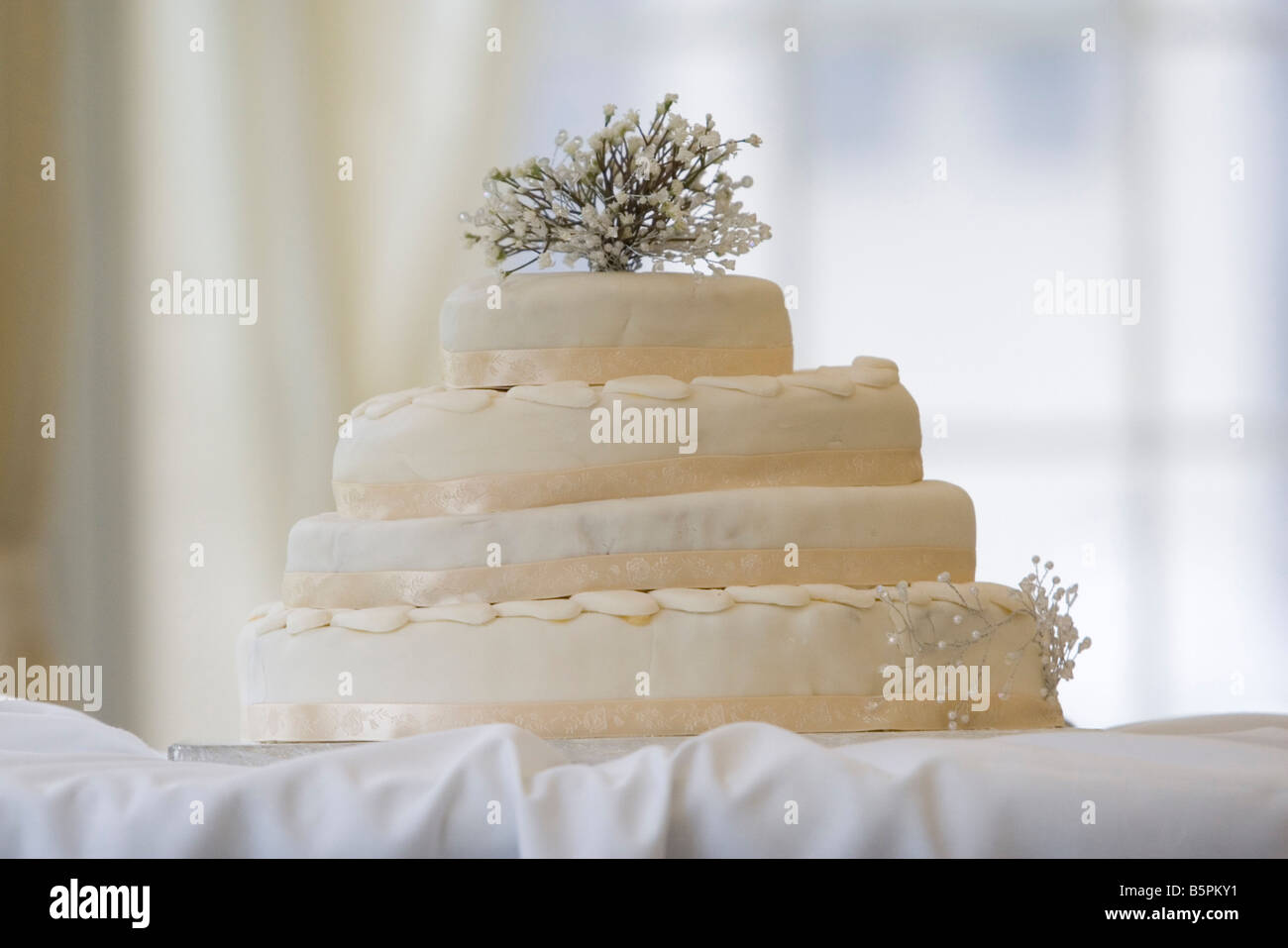 Wedge Of Cake Stock Photos & Wedge Of Cake Stock Images - Alamy