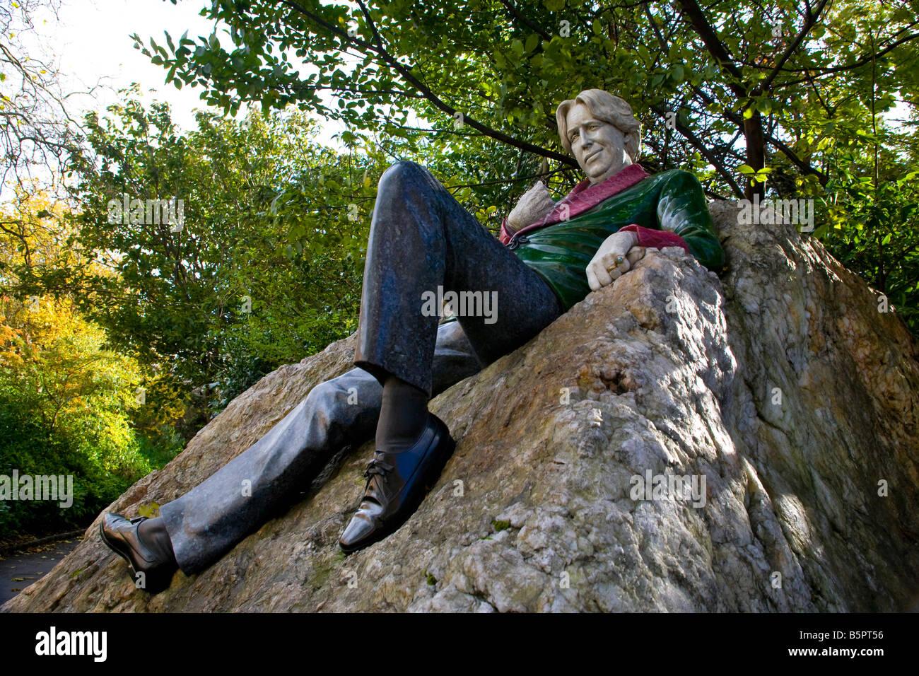 Staue Of Oscar Wilde Merrion Square Dublin Ireland