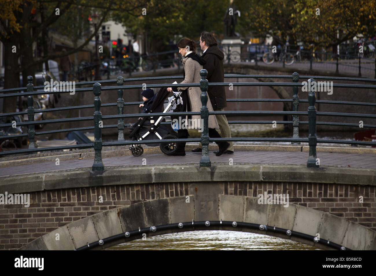 A family walking over the bridge at the Prinsengracht, Amsterdam - Stock Image