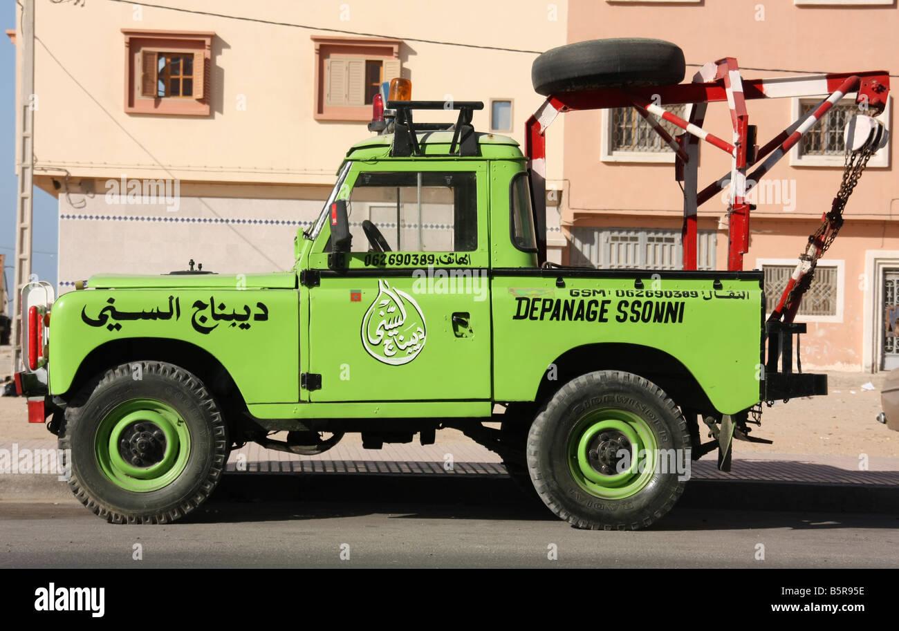 Vintage Land Rover breakdown truck in Dakhla Western Sahara Stock Photo