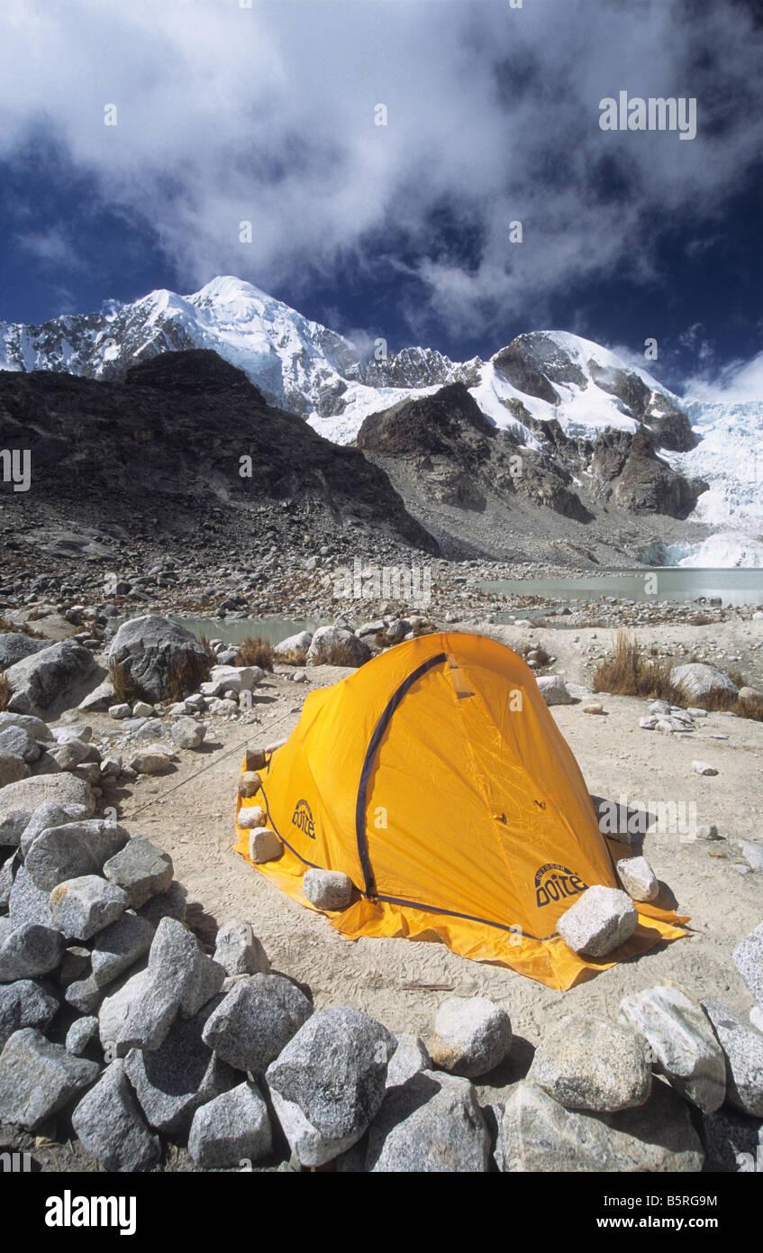 Campsite at Laguna Glaciar, Mt Illampu in background, Cordillera Real, Bolivia - Stock Image
