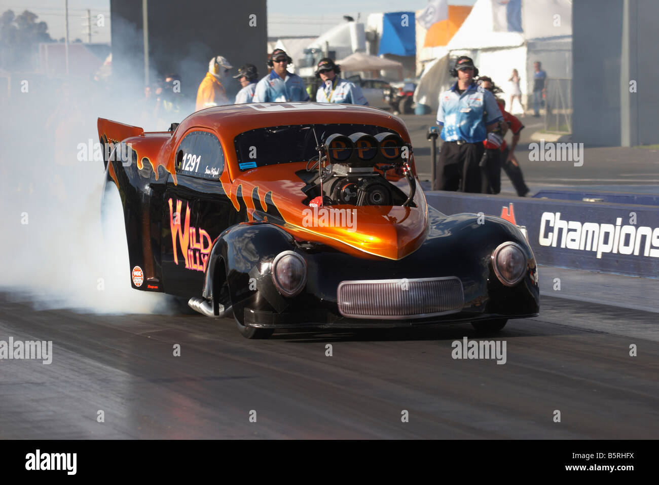 Australian Top Doorslammer drag racing competitor Sean Mifsud performs a rolling burnout in his 1941 based Ford Willys coupe & Australian Top Doorslammer drag racing competitor Sean Mifsud Stock ...