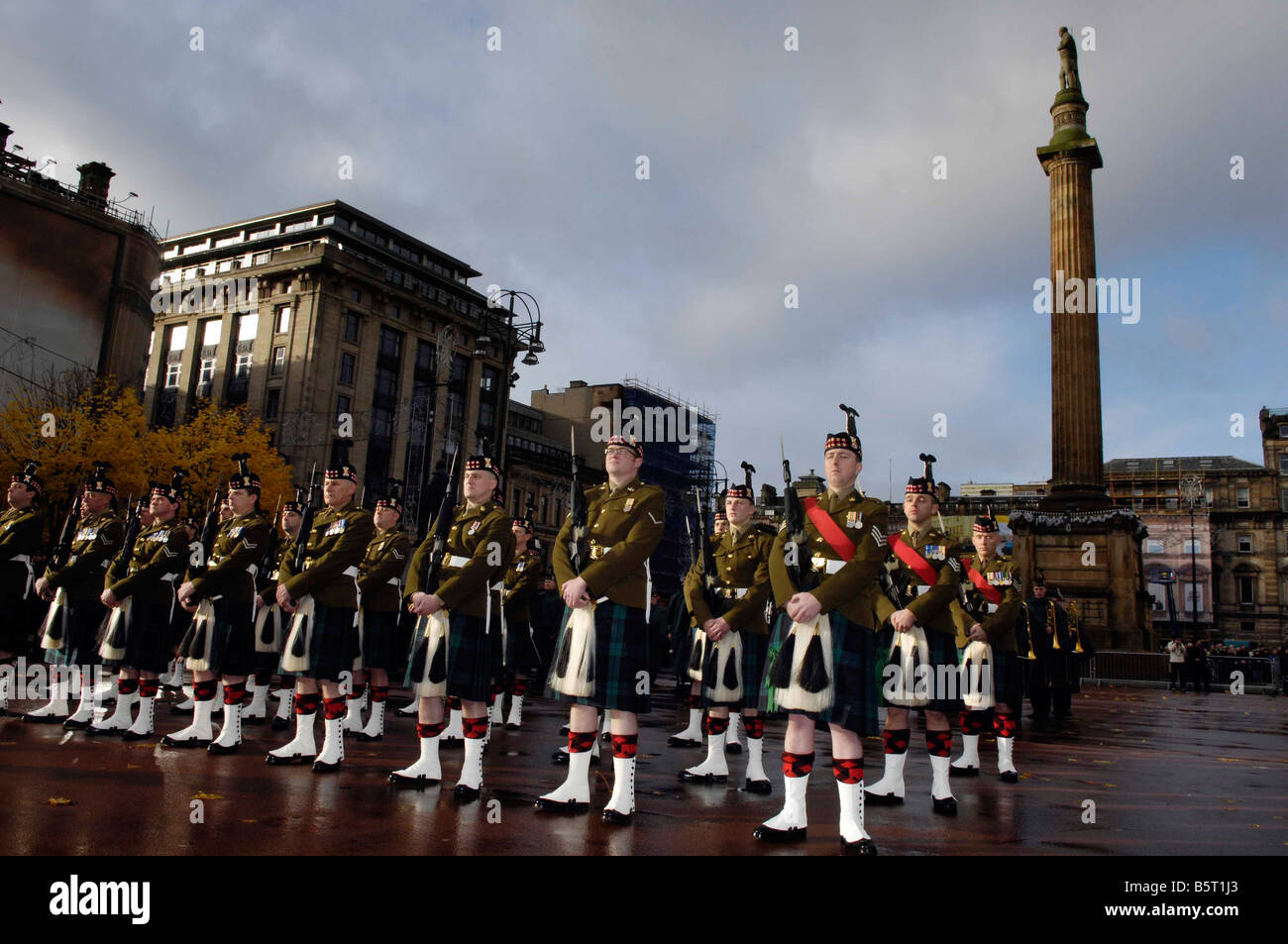 Remembrance day in George Sq Glasgow commemorating Britain s war dead on Remembrance Sunday - Stock Image