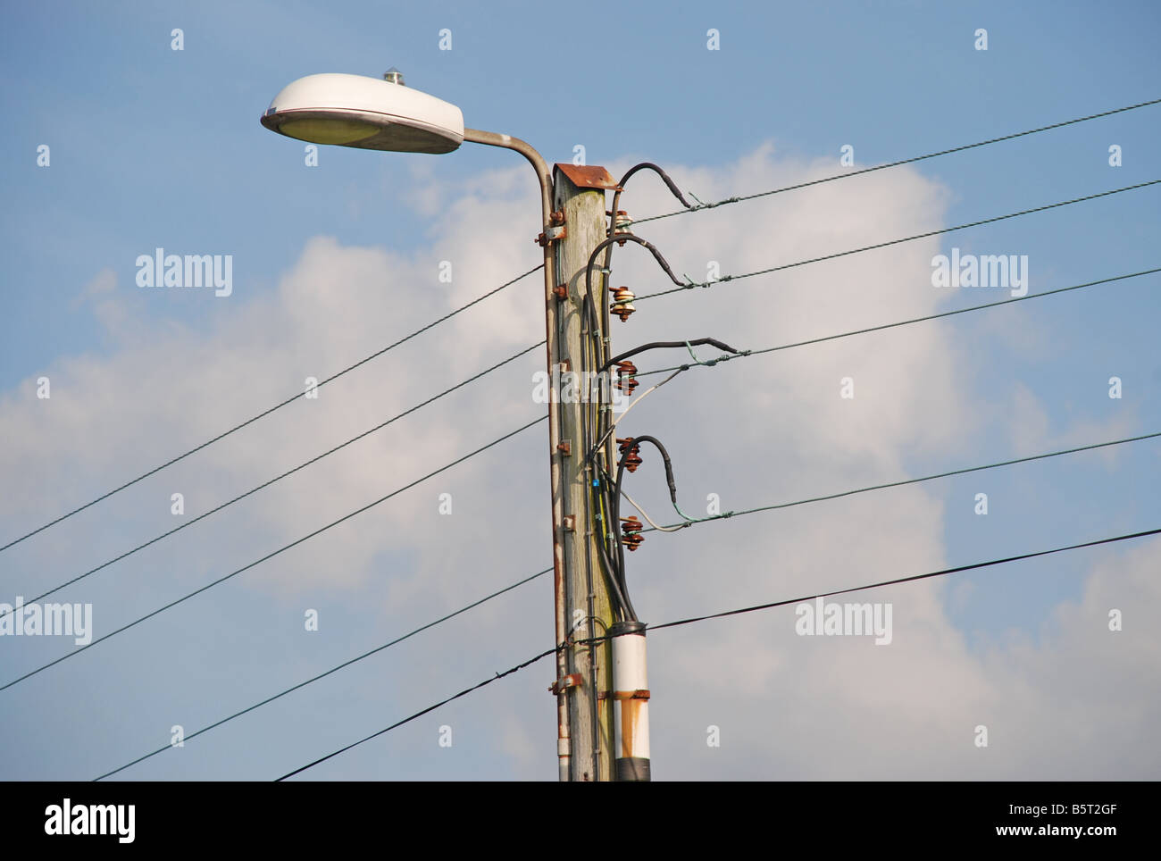 3 Phase Electrical Supply System Uninsulated Copper Conductors Stock What Is A Three Wiring Mounted Onto Wooden Pole And Street Lighting