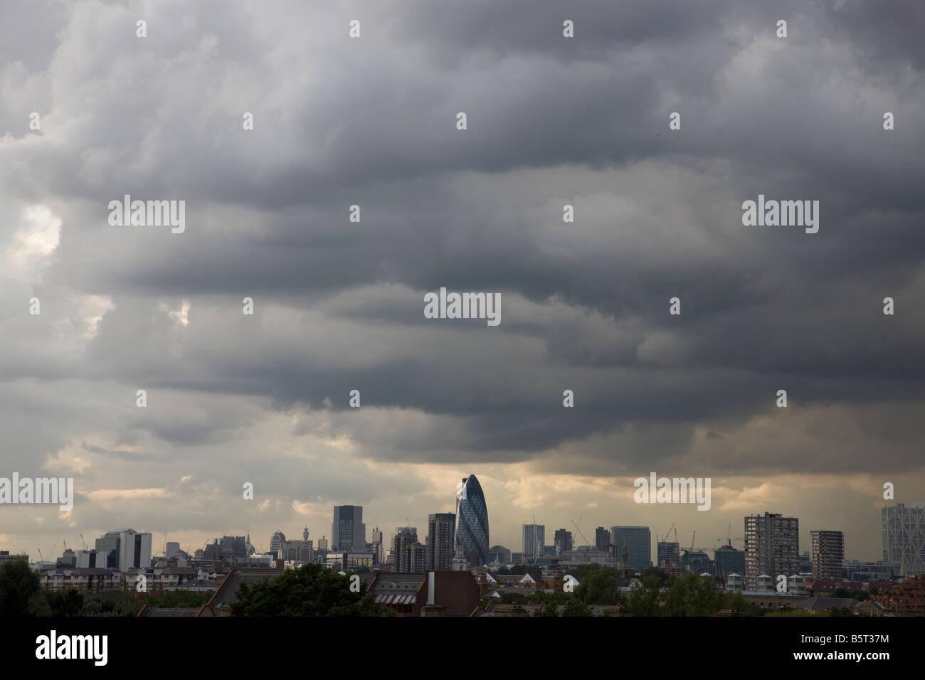 UK London Stormy skies over city - Stock Image
