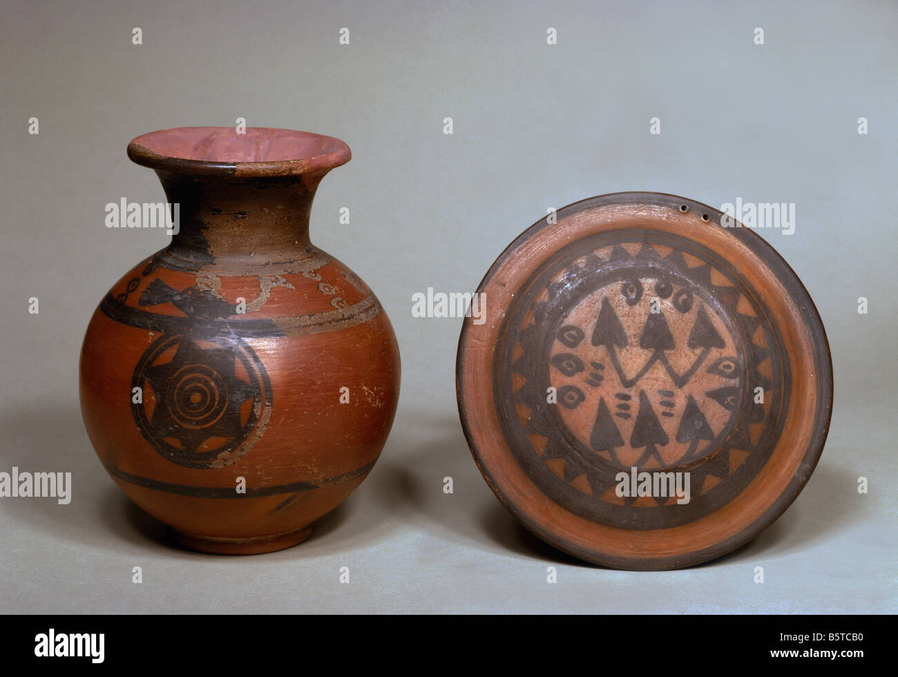 Pot with star design and lid from the Indus Valley civilisation National Museum of New Delhi ref# h 706 a 419 - Stock Image
