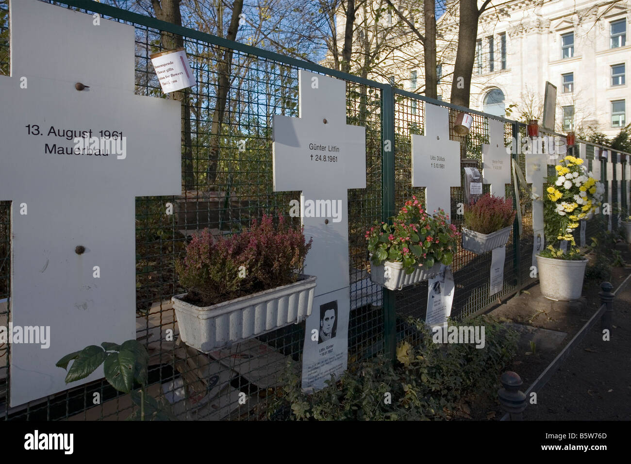 White Crosses, memorial to victims of Berlin Wall, near Reichstag, Berlin - Stock Image