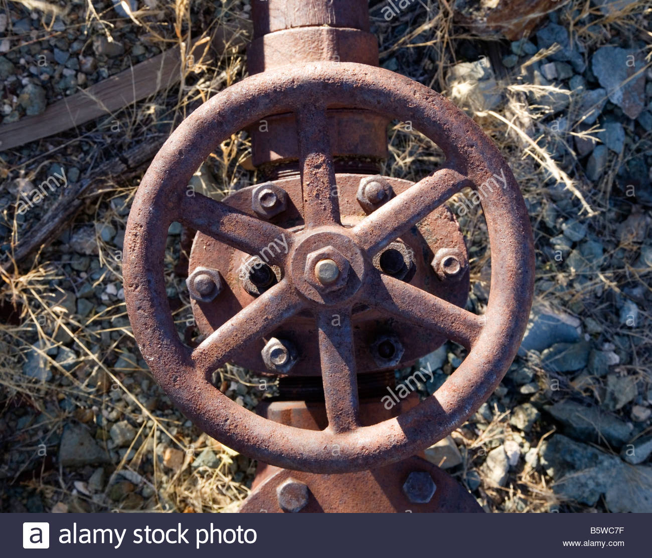 Iron Pipe Valve rusty old piping steel - Stock Image