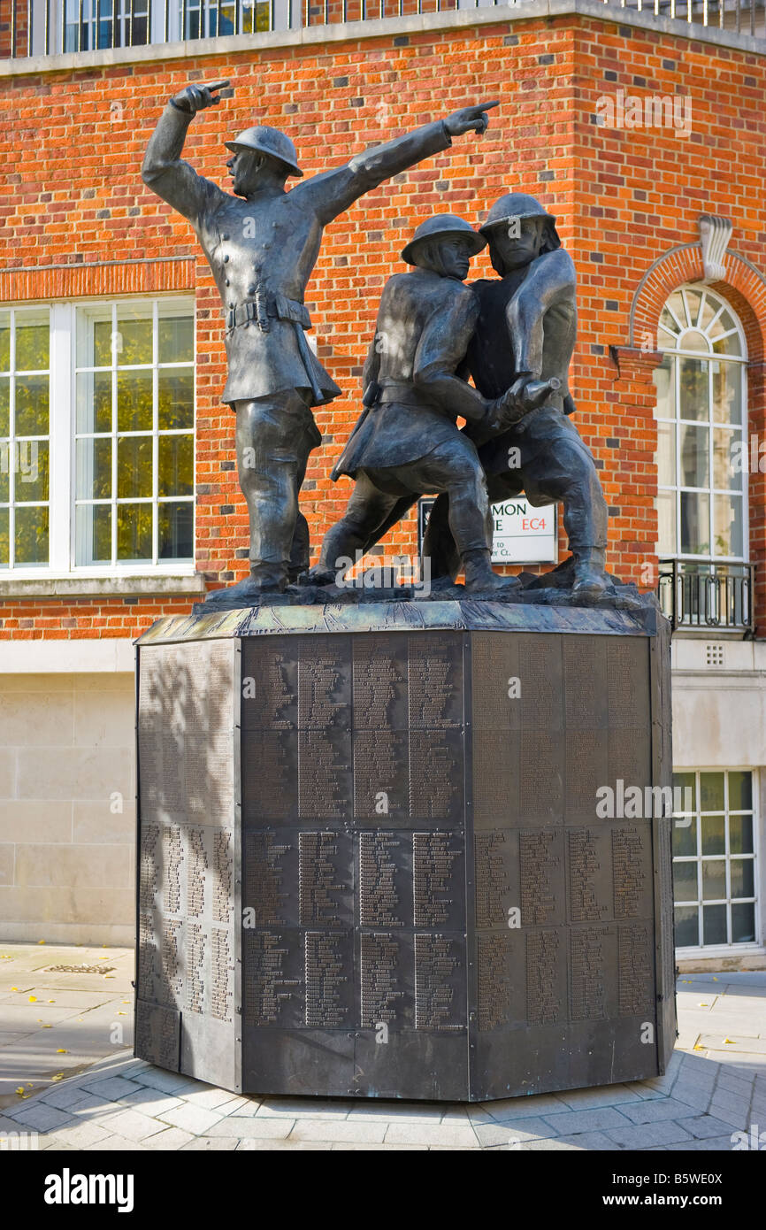 The Blitz memorial to the firefighters in WW2 by John W Mill , unveiled 1991 by The Queen Mother in Sermon Lane - Stock Image