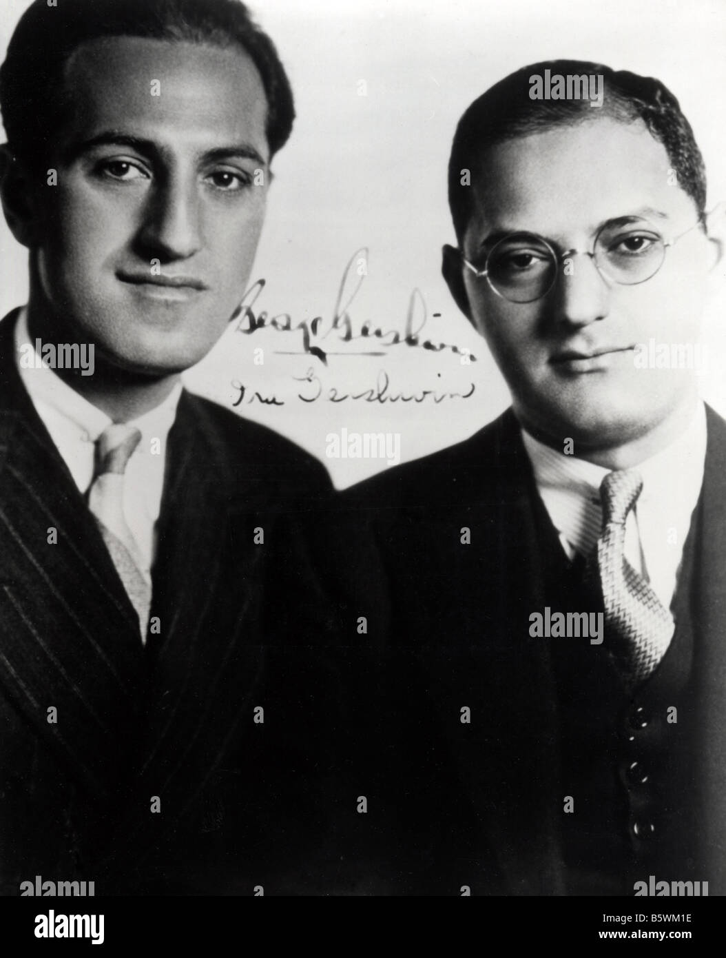 GEORGE AND IRA GERSHWIN American composers with George at left and Ira who wrote the lyrics - Stock Image