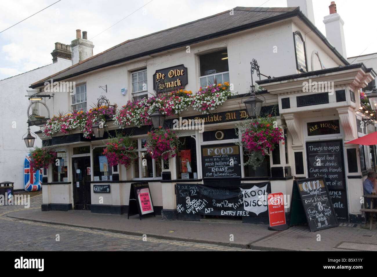 'Ye Olde Smack' public house and restaurant, Leigh on Sea Essex GB UK - Stock Image