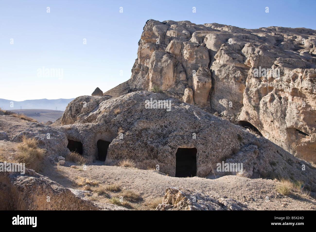 Cave dwellings. `Ayn at Tīnah, Maalula, Rif-dimashq, Syria. - Stock Image