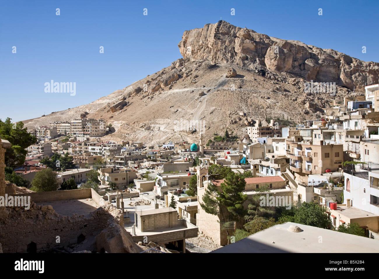 Hills and dwellings. `Ayn at Tīnah, Maalula, Rif-dimashq, Syria. - Stock Image