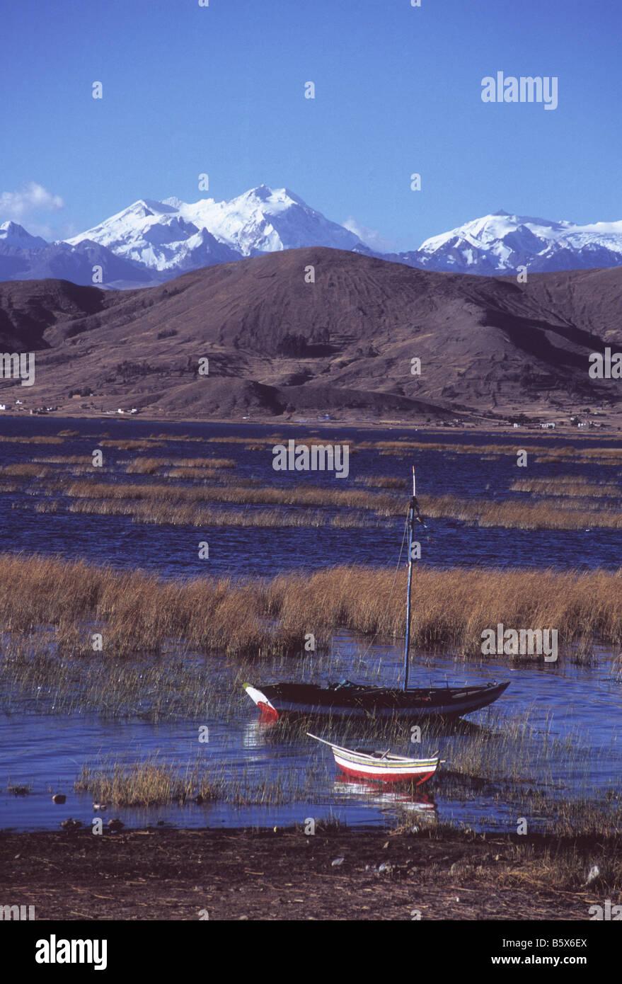 Fishing boats at Puerto Perez, Mt Chearoco and Cordillera Real behind, Lake Titicaca, Bolivia - Stock Image