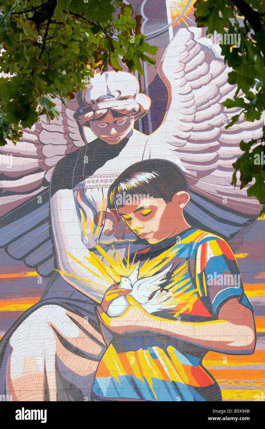 San Antonio's 'Spirit of Healing' mosaic mural by Jesse Trevino, at Christus Santa Rosa Children's - Stock Image