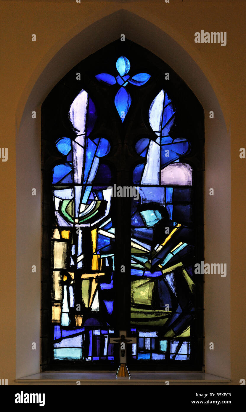 'Annunciation, atmosphere, Charged tranquility'. Lady Chapel, East window, by Geoffrey Clarke. Christ Church, - Stock Image